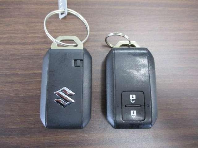 スマートキー『鍵を挿さずにポケットに入れたまま鍵の開閉、エンジンの始動まで行えます。』2個付