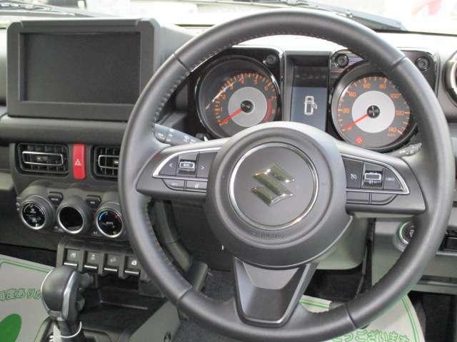 【純正革巻きステアリング】手にしっかり馴染みとても運転しやすいハンドルです。