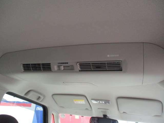 天井に車内の空気を循環させるサーキュレーターを装備。