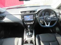 運転席周りです。内装のハンドル部分やシートなどの質感などが少し高品質なものとなっています。