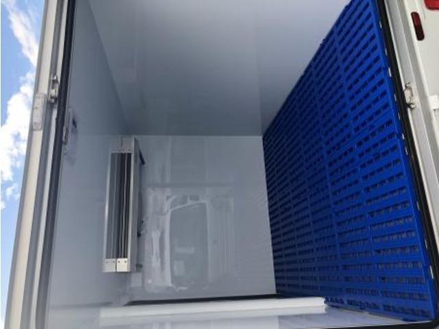 エアリブと保冷カーテンはオプションとなっております(低温は標準装備)冷媒R134a ルーフトップ式コンデンサー