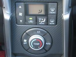 オートエアコンなので夏も冬も温度調節楽々です!