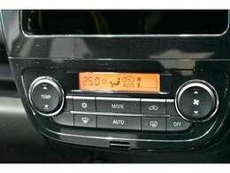 【オートエアコン】オートで車内を快適な温度に保ちます。