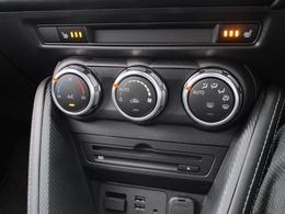 オートエアコンがとっても便利!温度のみ設定していただければそれでOK!噴出し口もオートで切り替わります!!霜取り時には自動的に外気導入に切り替わります!!