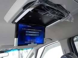 リヤにもアルパイン製フリップダウンモニターを装備!後席の方も退屈しません!