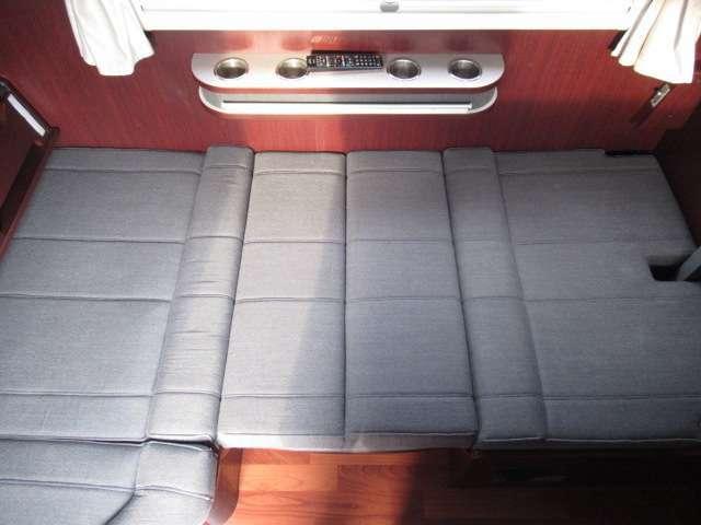 ダイネットをベット展開しますと約190×90のベットとなります!1名様分の就寝スペースです♪