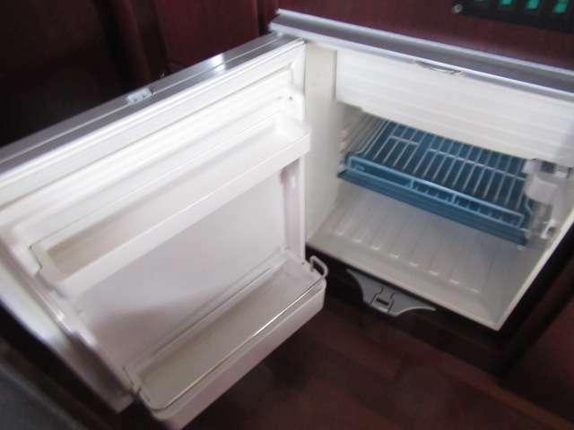 DC冷蔵庫になります!キャンピングカーには欠かせないアイテムですね♪