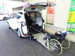 ★後退防止ベルト装備!車いす使用の方が安全に乗降り出来、同時に介護者のサポートを行います。★