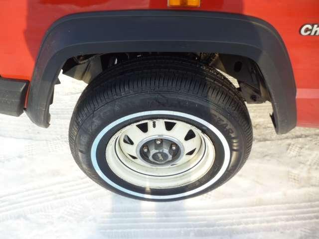 装着されているホワイトリボンタイヤは新品を使用しております。