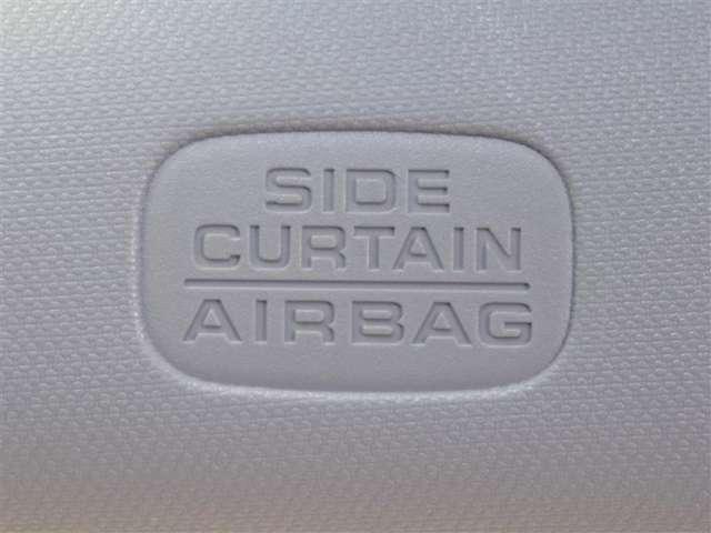 サイドカーテンエアバッグ付きでサイドの衝撃からも同乗者を守ります。