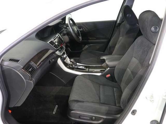 車内は除菌消臭済み。特殊なチタンを噴き付け、抗菌・防臭効果を持つ微粒子を車内にコーティングする車内環境保護システム チタニアも好評です!ニオイを付きにくくし、ウイルスを短時間で減少させます。