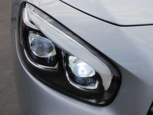 純正LEDヘッドライトユニット♪ ライン状のLEDポジションランプに2眼式のプロジェクターライトがカッコいいですね♪