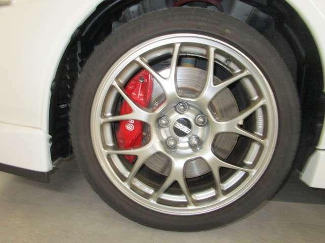 タイヤサイズは、245/40R18 BBS鍛造ホイール付きです