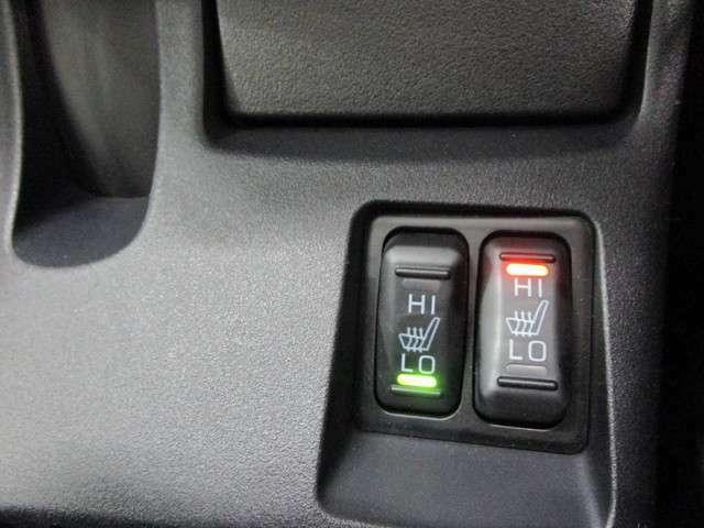 フロントシートはシートヒーター装備。HI/LO切り替え可能です