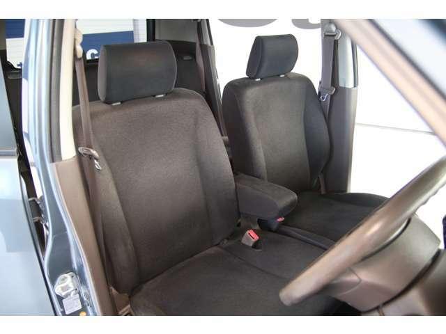 ≪ゆったり、ひろびろ≫の車内スペース。一人一人の空間に余裕があります。