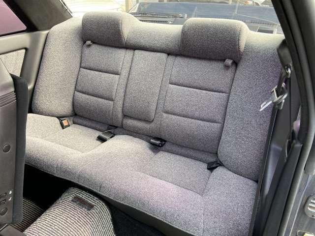 後席はほぼ使用感なく、綺麗な状態が保たれてます!