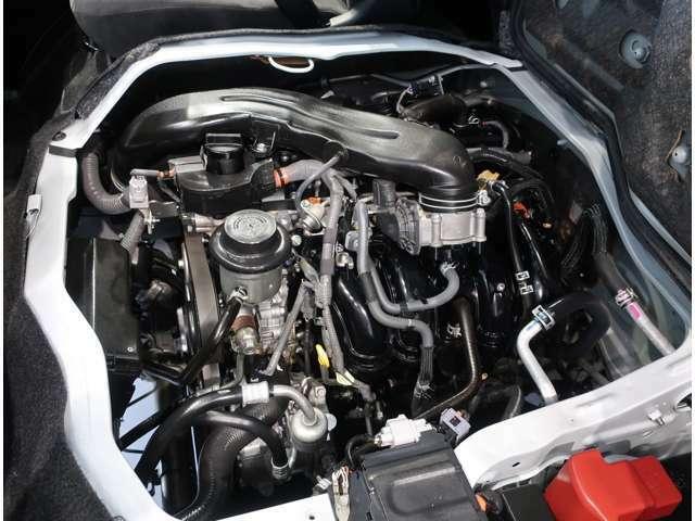 【内外装クリーニング】エンジンルームもプロの技術で洗浄します。■高圧洗浄、■エンジンルームクリーナー、■高圧洗浄ガン、■樹脂部ツヤ出し、を施工しています。