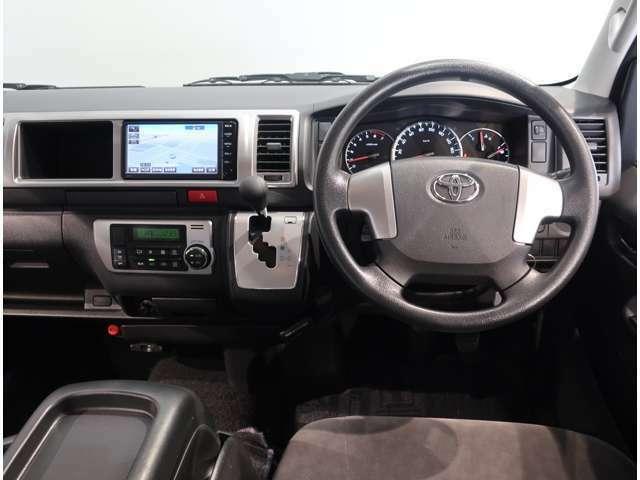 ハンドルに近い位置で運転席からも見やすく操作しやすいインパネシフト。ゲート式なので、シフトチェンジの時にシフトミスが起こりにくいです♪