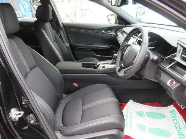 専用インテリア&専用ハーフレザーシート搭載♪ 座り心地の良い専用シートで、長距離ドライブも安心です♪ パワーシート機能搭載でポジション調整も簡単に行えます♪