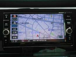 日産純正ナビゲーションMM318D-W。目的地までしっかり案内してくれる事はもちろんですが今や車内を楽しく過ごすためのアイテムとしても欠かせなくなっています。