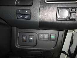 アイドリングストップ・電動スライドドア・エマージェンシブレーキ・横滑り防止・車線逸脱警報になります。
