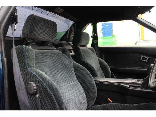 運転席,助手席ともにAW11-Gオリジナルシートで,ホールド性の高いスポーツシートとなります。
