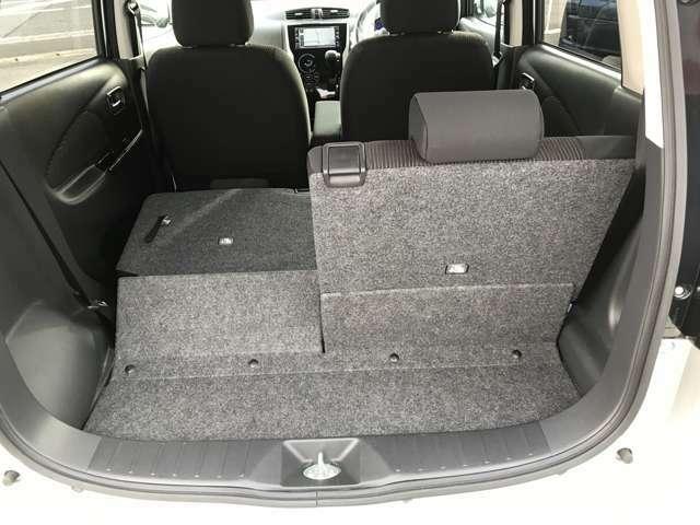シートを倒すとトランクが広くなり荷物がたくさん載ります!