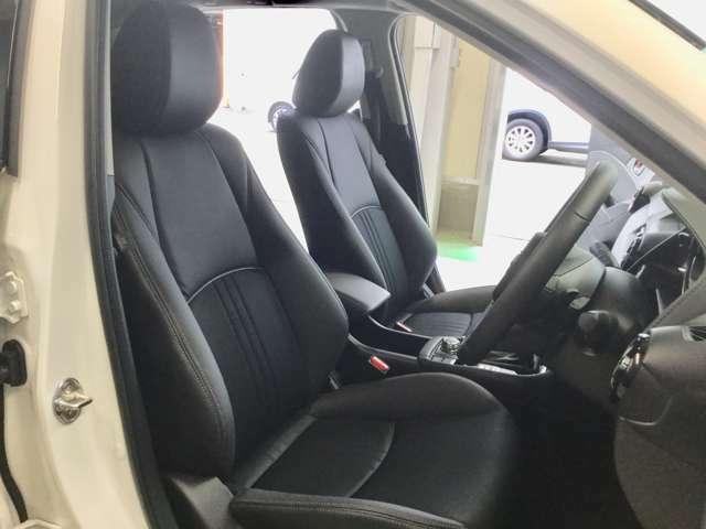 ドライバーを包み込むようにレイアウトされたコックピット!ドライビングポジションを支えるよう、シートの固さもあります!心地よいタイト感を是非座って体感してください☆