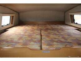 バンクベッドも広々です☆サイズは185cm×185cm(大人3名)になります♪