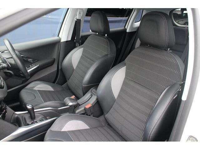 助手席側のハーフレザースポーツシートも、使用感が少なく綺麗な状態でございます。