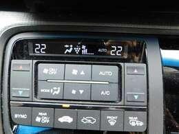 エアコンの操作パネルの画像です。運転席と助手席で違う温度の設定が可能です。