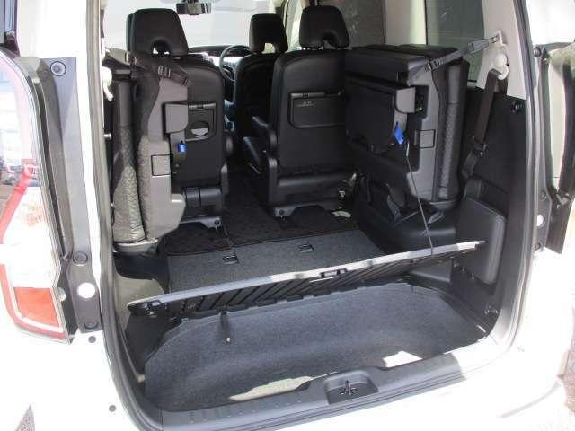 ラッゲジボード下にはラゲッジアンダーボックスも装備。小物類などの収納に重宝する。