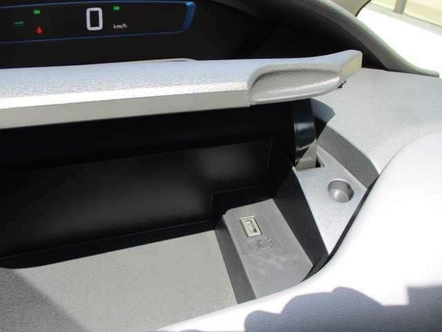 USBソケット(全席)付いておりますのでロングドライブも安心!