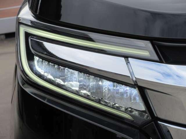 後期モデルより、大幅なヘッドライトユニットの変更がされております♪ LEDファイバーで作られた、LEDポジションランプ&ウィンカーまでもLED仕様となっております♪