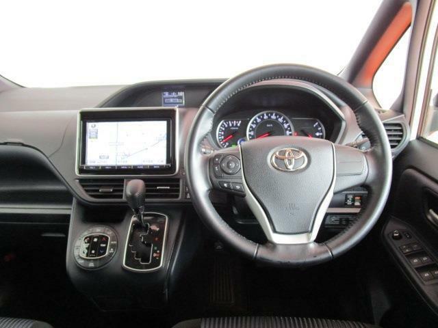 運転席はこんな感じです!