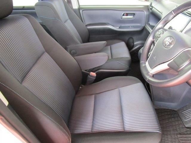 1オーナー車でとっても綺麗な内装は人気のウォークスルー!アームレスト装備で運転楽々!