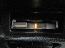 ◆三重県最大級の大型屋内中古車センター♪ヴァーサス鈴鹿店です♪オールジャンルの展示車が盛り沢山です♪在庫の無い車両のオーダーも受け付けます♪電話→059-384-5050までお問合せ下さい◆