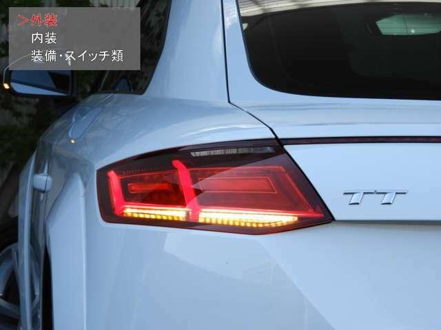 【ダイナミックターンシグナル】 LEDウィンカーランプを内側から外側へと発光させることによって流れるようなデザインとなり、他車からの視認性をより高め事故を防止します。