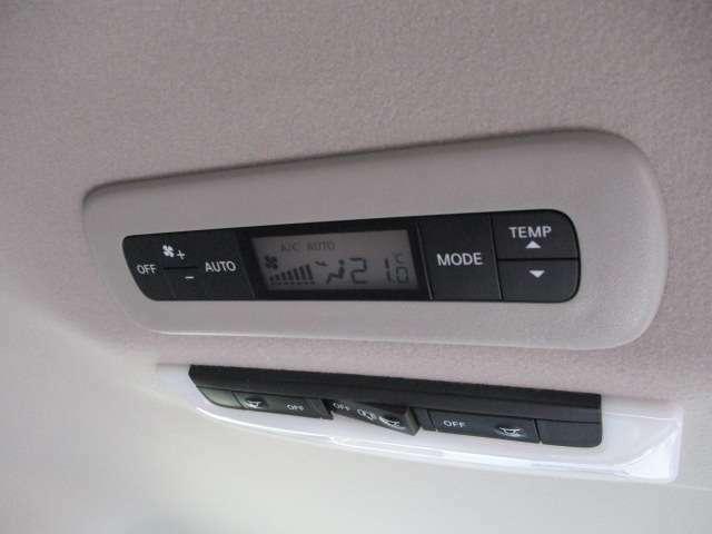 後部座席にエアコンがついてろいますので、夏場が後ろだけ暑いのはありません。