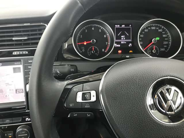 アダプティブクルーズコントロール付きです。車間距離を一定に保つので高速道路も楽です。