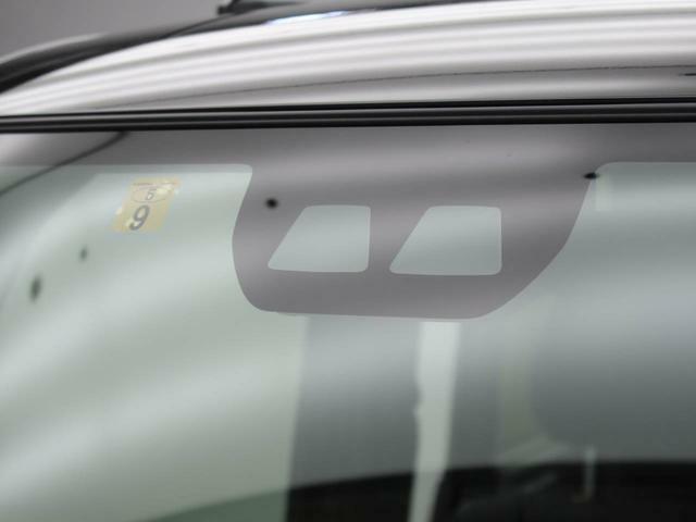 衝突軽減ブレーキや車線逸脱システムを搭載していて、安全運転をサポートします。