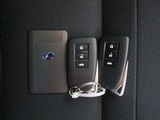 とっても便利なスマートキー&カードキーはドアの開閉&エンジン始動も携帯するだけ!