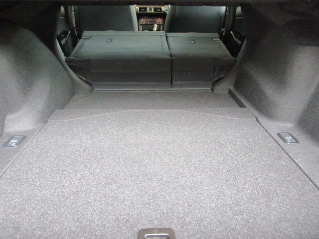 トランクルームもとっても広々!トランクスルー機能で長尺ものも積載出来ます!