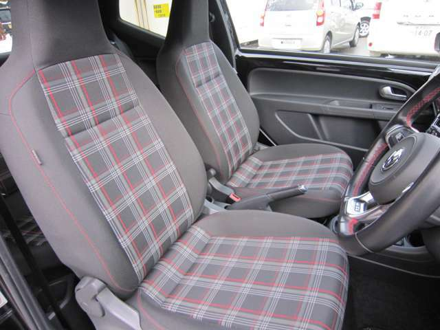 運転席と助手席には寒い日に嬉しいシートヒーターが内蔵され、おしりと背中を温めてくれます。