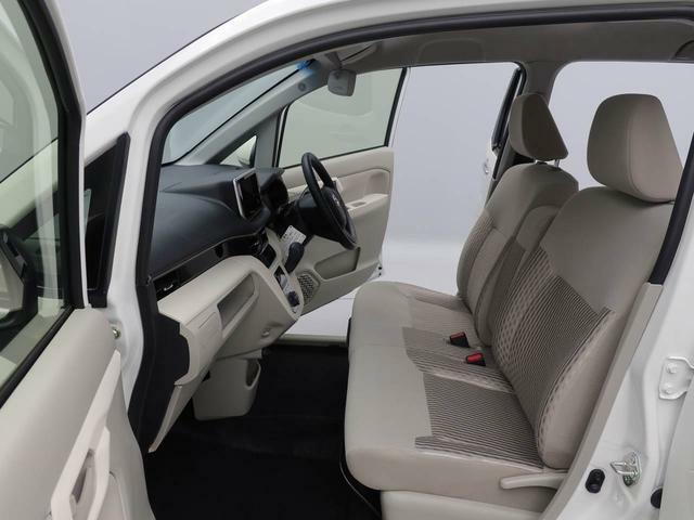 大きい座面でゆったり お座りいただけます。運転席はシートヒーターの機能付きで、冬はうれしい装備です。