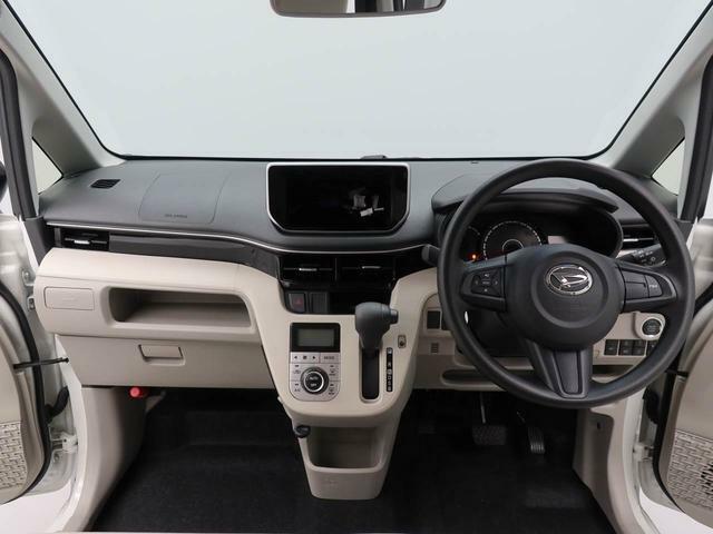 視界も広く、乗りやすいと思います。運転席の周りには ポッケトやトレイなど収納場所がいろいろ。 車内で小物の整理に便利です。