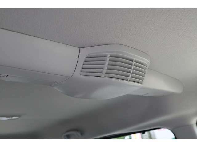 室内の空気を効率よく循環させるスリムサーキュレーターを搭載