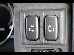 今やミニバンの定番装備の「両側電動スライドドア」。