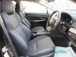 専用インテリア&専用ブラック本革シート付♪ 専用ブルーパイピングがとてもお洒落ですね♪ 運転席、助手席パワーシート機能搭載♪