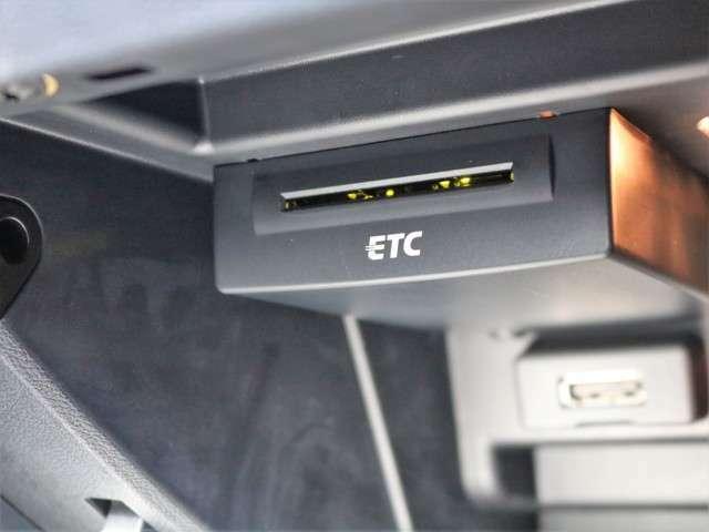 ETCももちろん装備!いまや無い車はないのではないかというくらいですがこちらも例外ではなく装備されております!